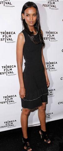 Kim: Liya Kebede Ne Giyiyor: Chanel Nerede: New York Greenwich Otel'de, Tribeca Film Festivali'ne katılan sanatçılar adına Chanel'in düzenlediği partide